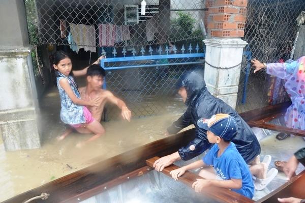 Tổng số người chết và mất tích do các đợt lũ tại Bình Định từ đầu tháng 11/2016 đến nay là 31 người, lớn nhất trong các tỉnh. (Ảnh: baobinhdinh.com.vn)