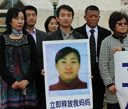 Đỗ Hải Bồng yêu cầu chính quyền Trung Quốc phải thả mẹ của anh ra (Ảnh: mạng Minh Huệ)