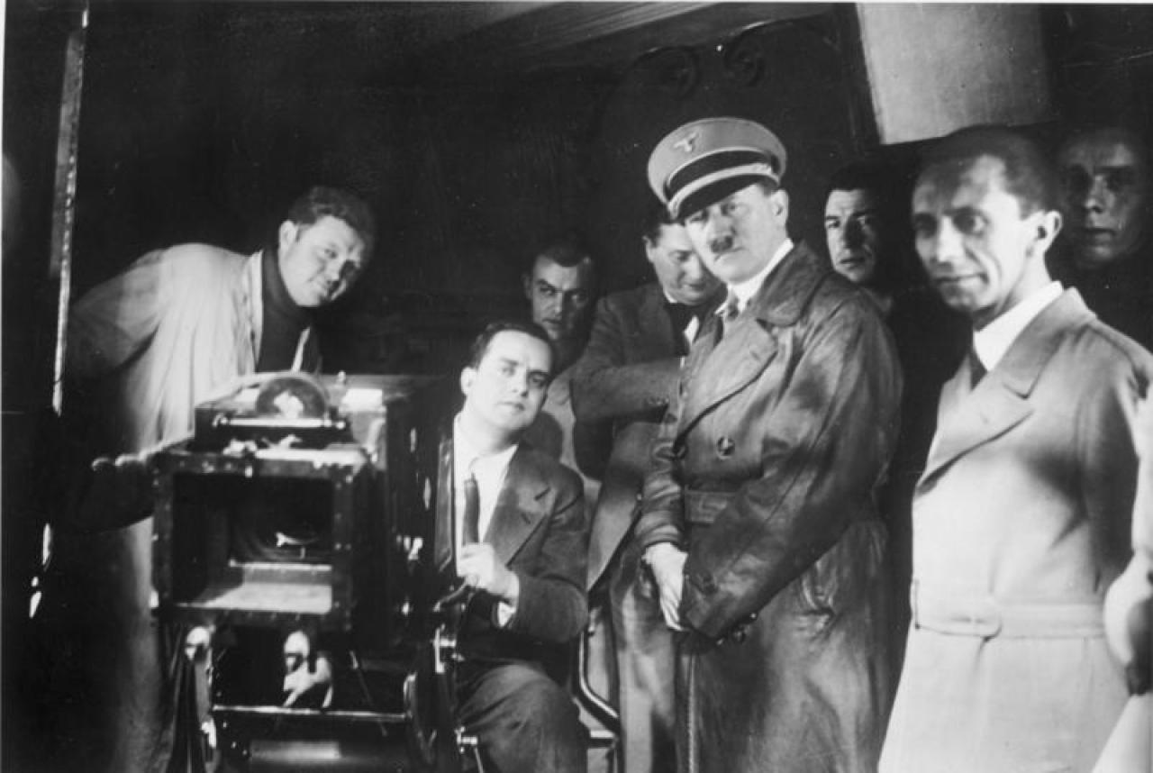 Hitler và Goebbels đến thăm công ty UFA GmbH (Nguồn: Wikipedia)