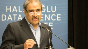 Chancellor Pradeep Khosla at the dedication of the Halicioglu Data Institute on March 2, 2018. (Rishi Deka / The Triton)