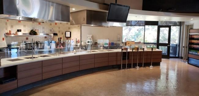 Photo of Pines dining hall at around 1:30 p.m. Tajairi Neuson / The Triton