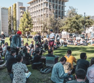 Photo of students at the first UCSD COLA general meeting at Sun God lawn.