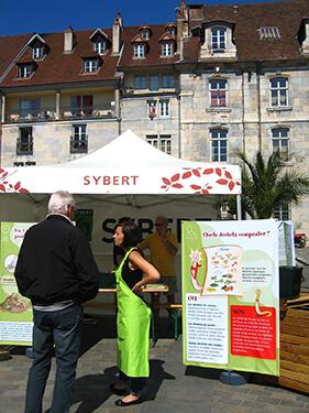 Stand d'informations sur le compostage place du marché à Besançon