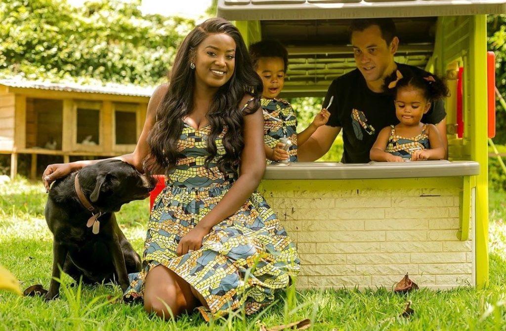 Gisèla Van Houcke, son mari et ses deux enfants.