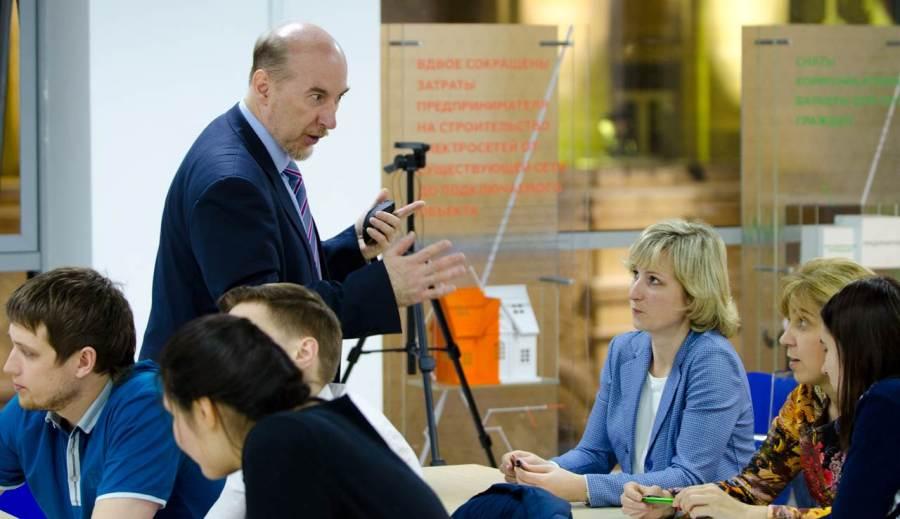 В.Ю. Бубенцов объясняет технологию ТРИЗ в бизнесе