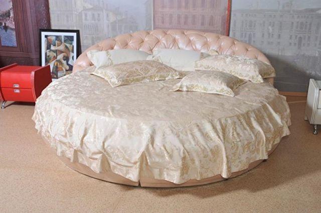 Yatak odasında yuvarlak yatak - Nevresim