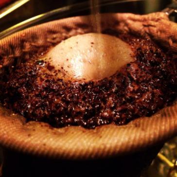 コーヒーはネルドリップで抽出しています。