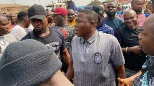 Ooni, Aare Ona Kakanfo, Yoruba Kings, Help To Secure Igboho's Release – Protesters Cry Out At Igboho's Residence