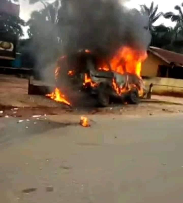 Sit-At-Home: Driver Escapes As 'IPOB Militants' Set Vehicle Ablaze In Anambra
