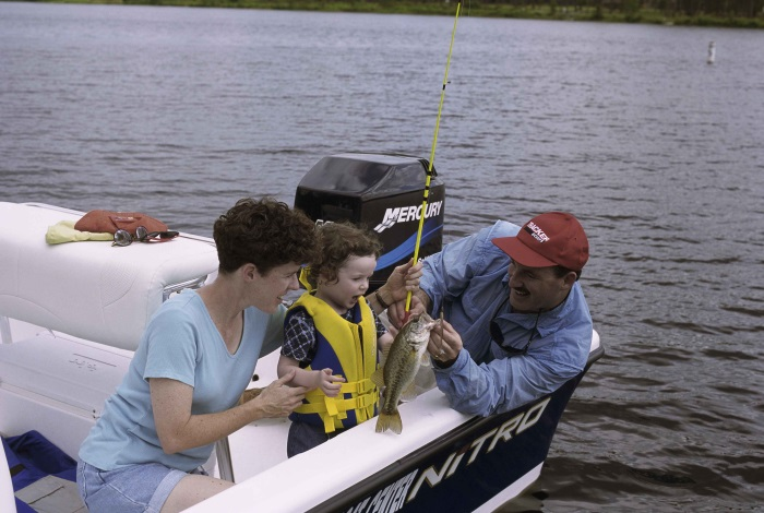 Use Two Marine Batteries in a Boat