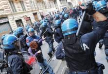 Rooma 2012 - Poliisi hajoittaa opiskelijoiden mielenosoituksen