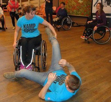 #hjulbeintkampsport – Introduksjon til selvforsvar for rullestolbrukere