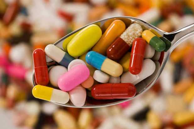 Khi bạn dùng các thuốc giảm đau thì không nên lạm dụng vì hầu hết các thuốc này đều gây tổn thương niêm mạc dạ dày. (Ảnh minh họa: Internet)