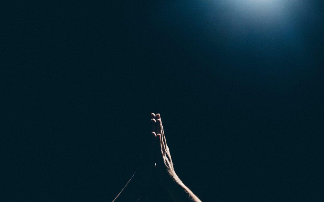 – De som står i striden trenger ryggdekning i form av bønn