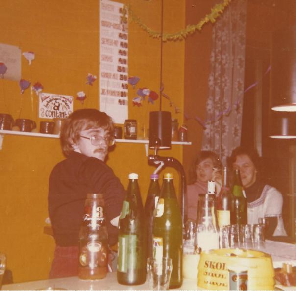 foto met jan als barkeeper