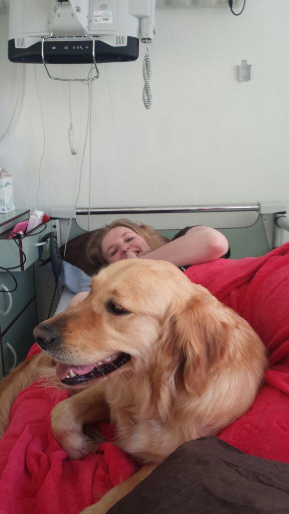 Jeske met haar hulphond in Adelante Hoensbroek