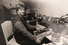 Ruud in zijn kaarsenmakerij