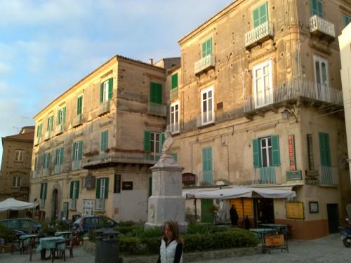 Tropea, Piazza Ercole squarcio.jpg