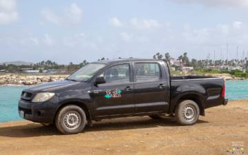 Toyota Hilux Luxury black