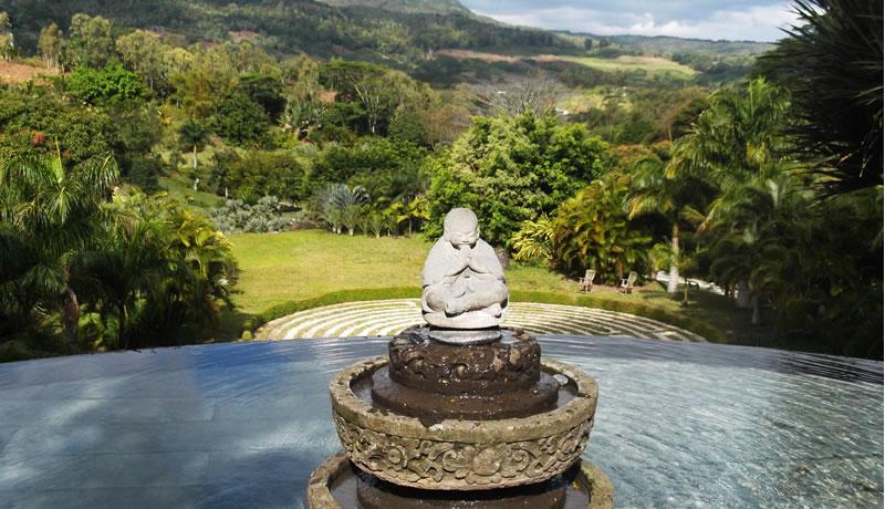 Lakaz Chamerak Statue