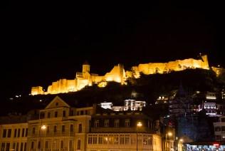 ...podobnie jak oświetlona forteca...