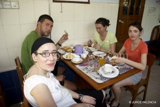 BEATRIZ, JESSICA, ELENA Y MANOLO EN LA GH MOTHER LAND INN EN YANGÓN