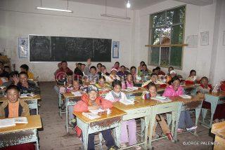 NIÑOS EN CLASE EN UN COLEGIO DE LITANG