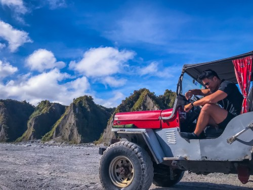 4x4 jeep trekking mount pinatubo day tour from manila