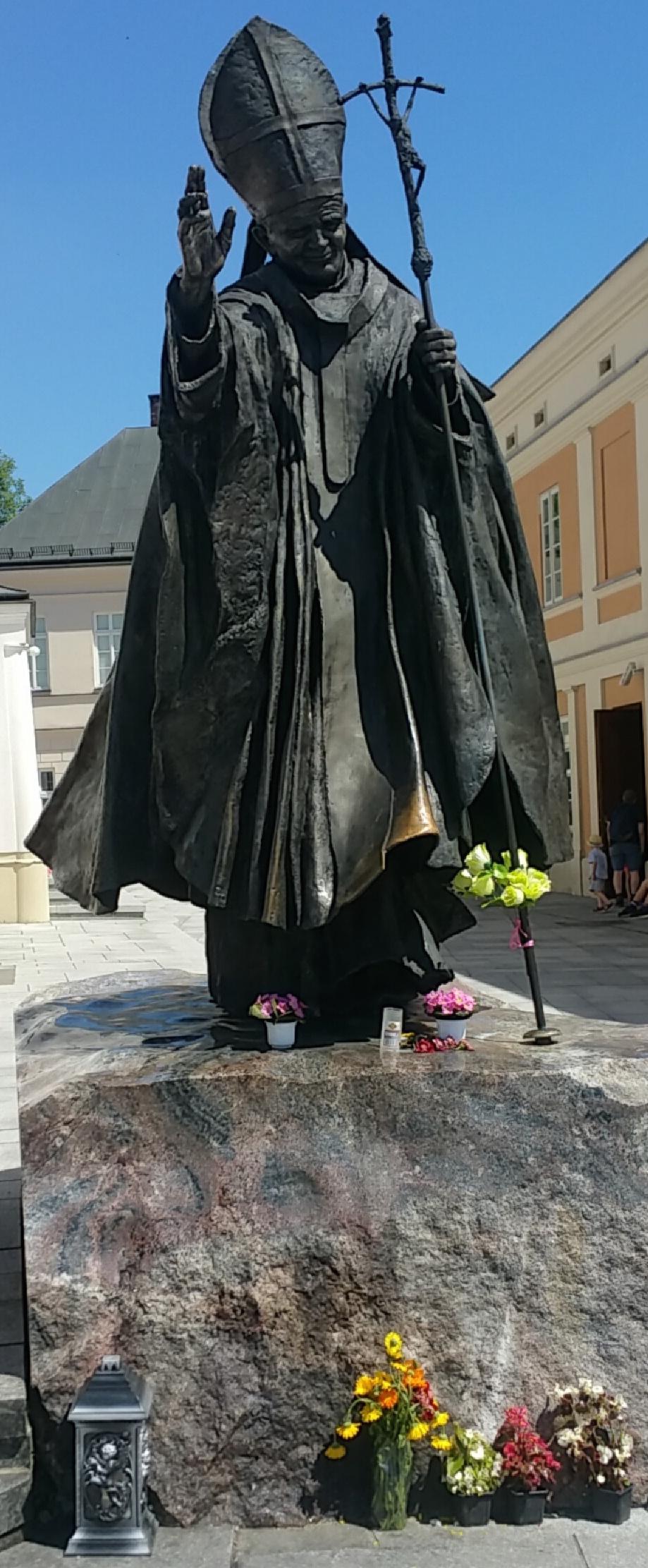 https://i1.wp.com/troubadour.francis.edu/wp-content/uploads/2016/07/Fraley-blog-2-statue.jpg