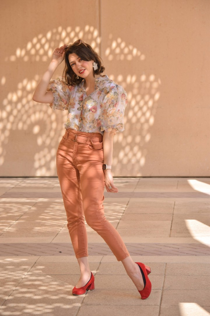 A flower printed puff sleeved blouse