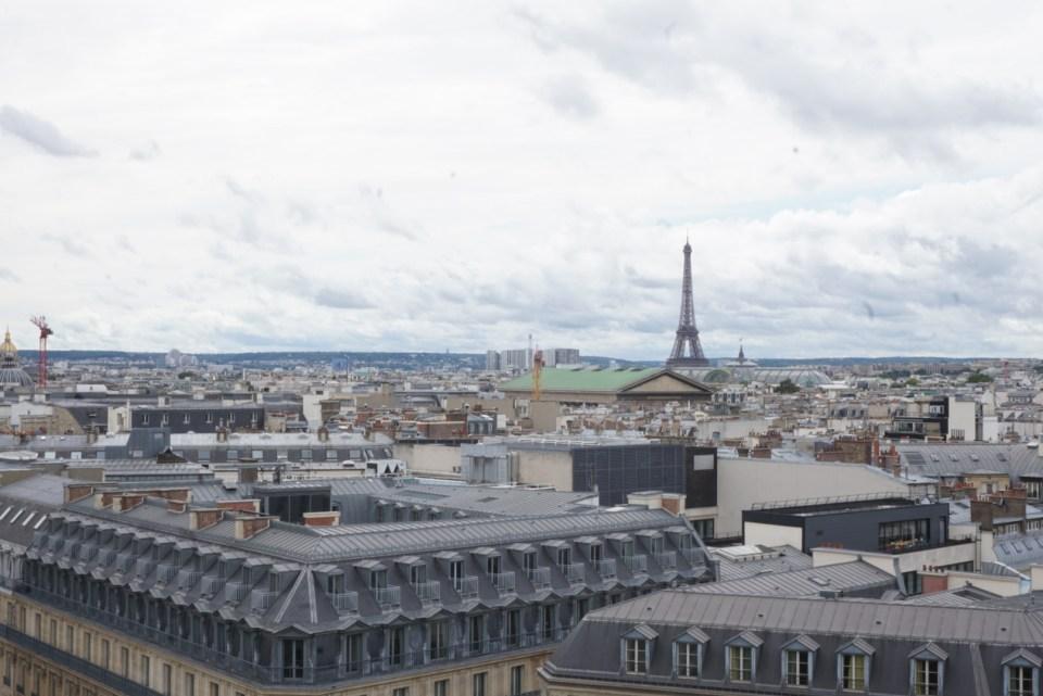 ギャラリーラファイエット屋上からパリの街を一望
