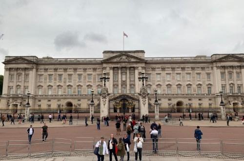 エリザベス女王が住むバッキンガム宮殿