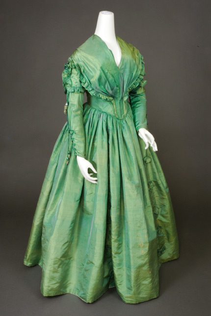 Gown green 1840 Augustaauctions