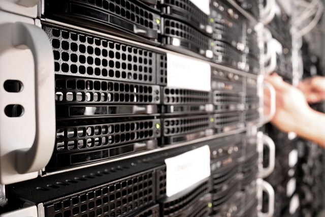 Guida ai tipi di hosting: condiviso, cloud, dedicato, VPS (Guide, Hosting a confronto)