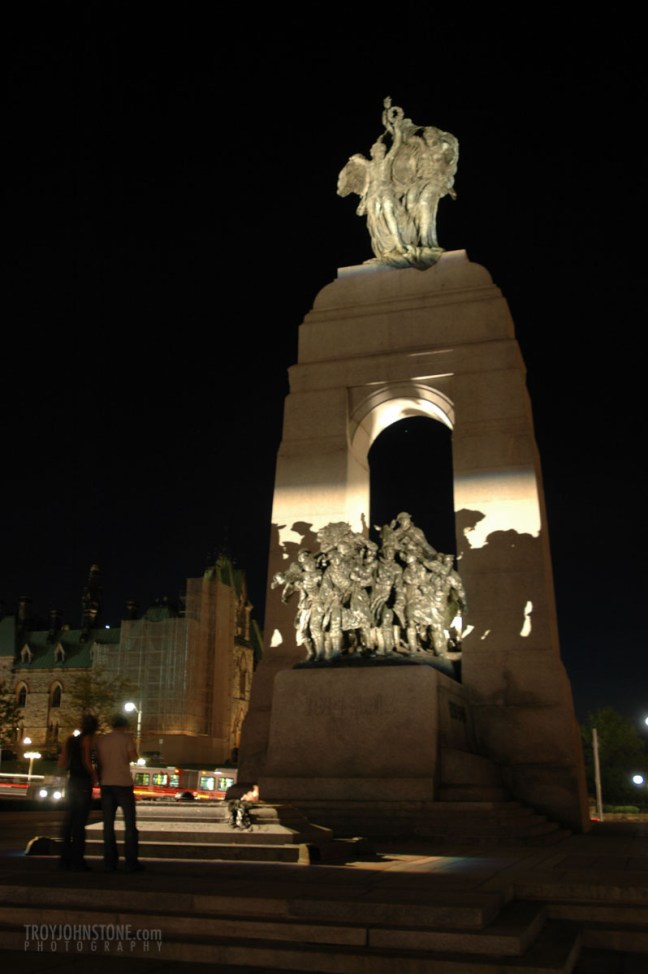 Ottawa_parliament_Hill_night-3