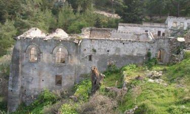 Возобновились реставрационные работы на горном армянском монастыре