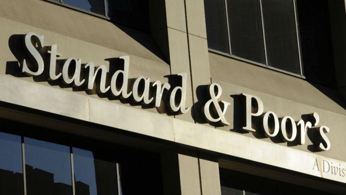Standard & Poor's: Αναβάθμισε σε θετικές τις προοπτικές του αξιόχρεου της Ελλάδας