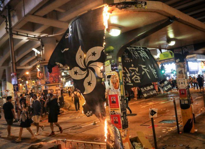 Συγκρούσεις αστυνομικών και διαδηλωτών στο Χονγκ Κονγκ (video)