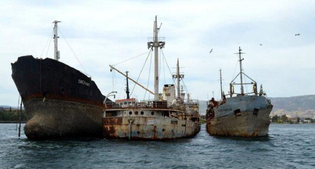 Απομάκρυνση ναυαγίων από την Ελευσίνα