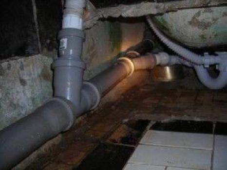 kanalizatcionny`kh trub iz PVKH beznapornaia sistema