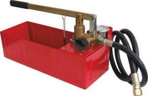 Фото – ручной опрессовщик для испытания трубопровода давлением