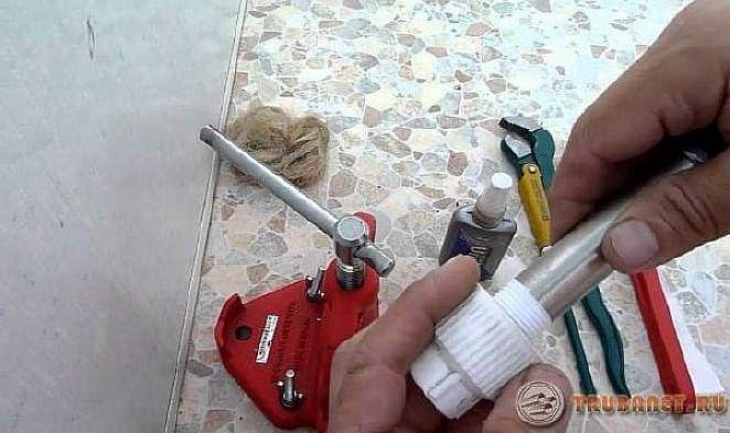 фото: соединить фитинги и полипропиленовые трубы