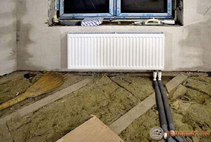 фото: Установка труб и радиаторов
