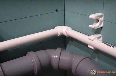 фото: как заварить свищ в водопроводной магистрали под давлением с водой