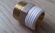 Фото 2. Правильная намотка уплотнения ФУМ ленты на газовую трубу