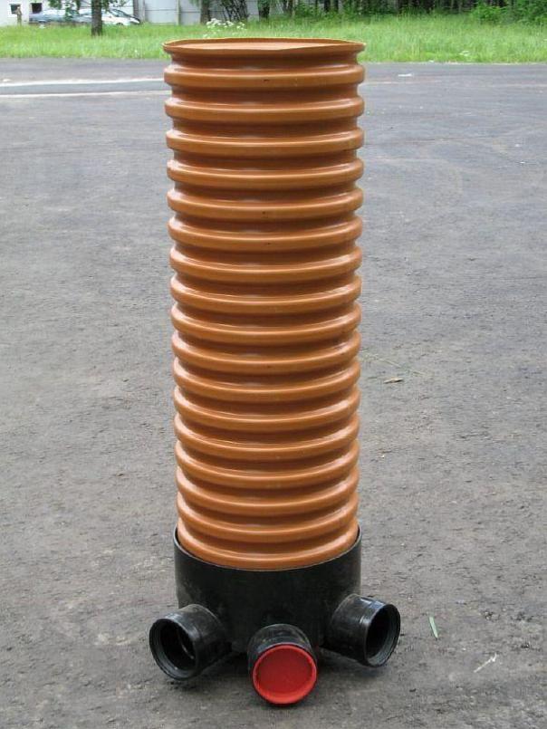 На фото — конструкция для отвода грунтовой воды оснащается такими смотровыми колодцами.