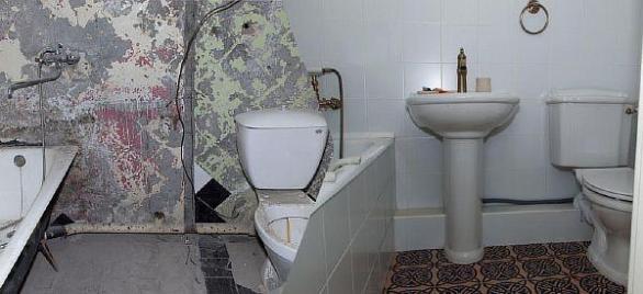 Фото – разводки в ванной до и после замены