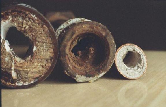 Фото – засорение водопровода в результате длительной эксплуатации