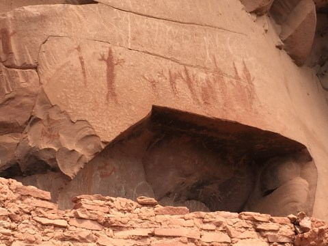 A small sample of the Hieroglyphs at the Honanki ruins.