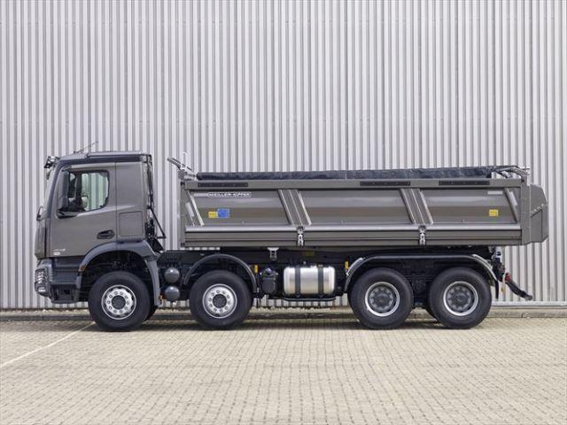 iaa-construction motorshow with Mercedes-benz construction vehicles